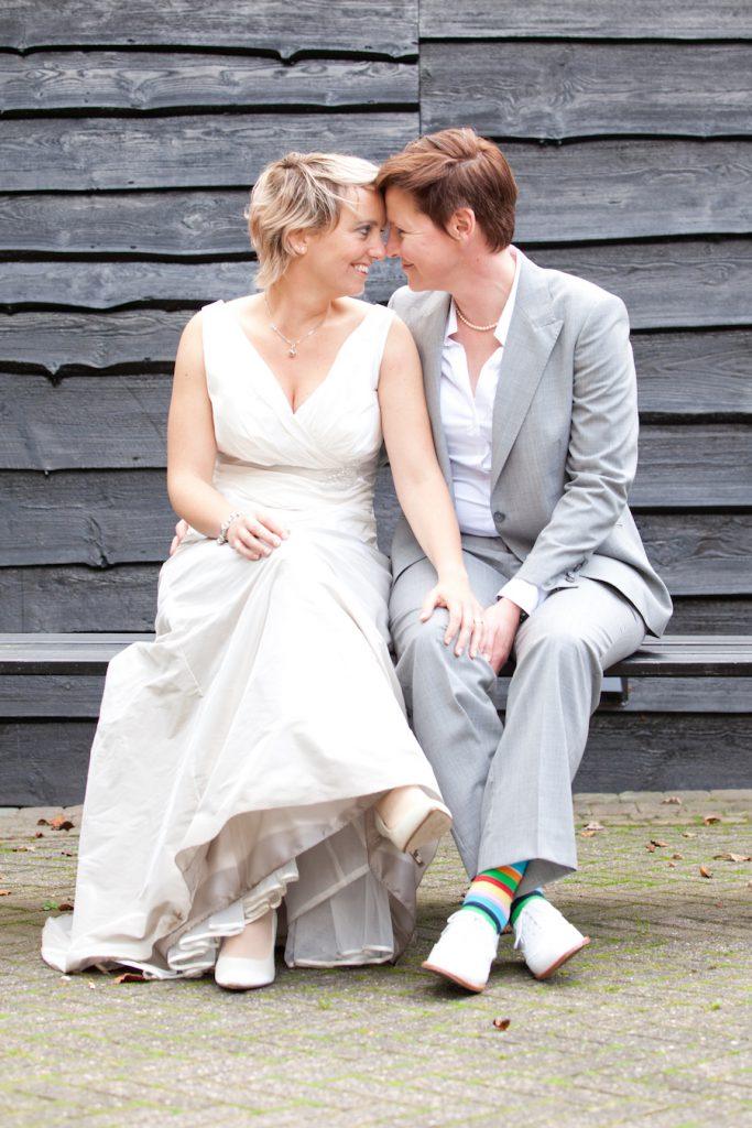 simpele trouwjurk / bruidskleding 2 vrouwen