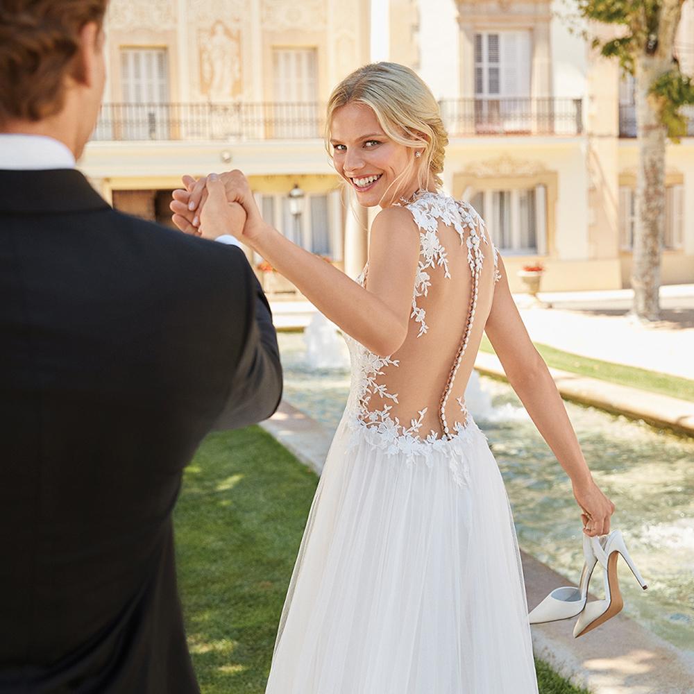 Korte Bruidsjurken 2019.Trouwjurken 2019 Ontdek De Bruidsmode Trends 2019 Assepoester