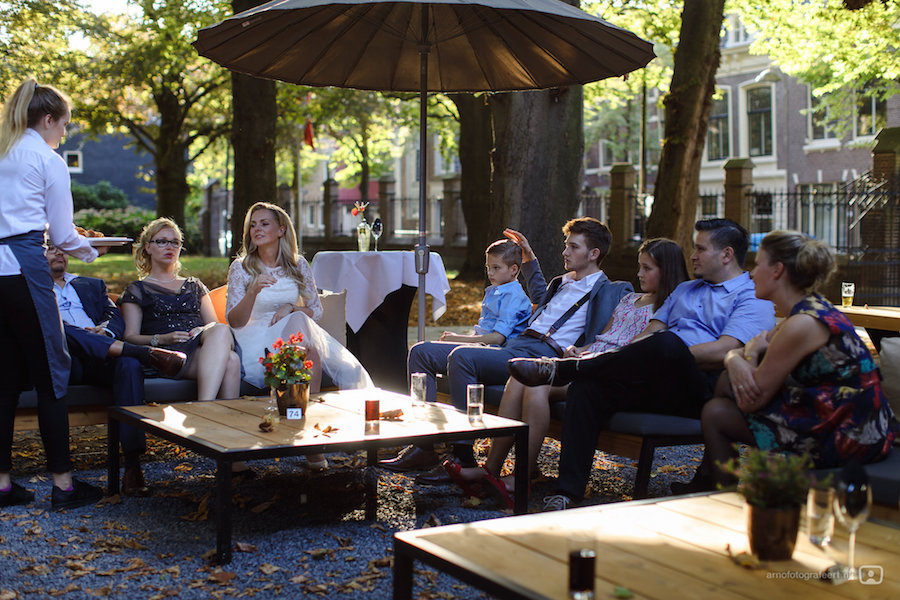 Korte kanten trouwjurk bij Assepoester in Arnhem