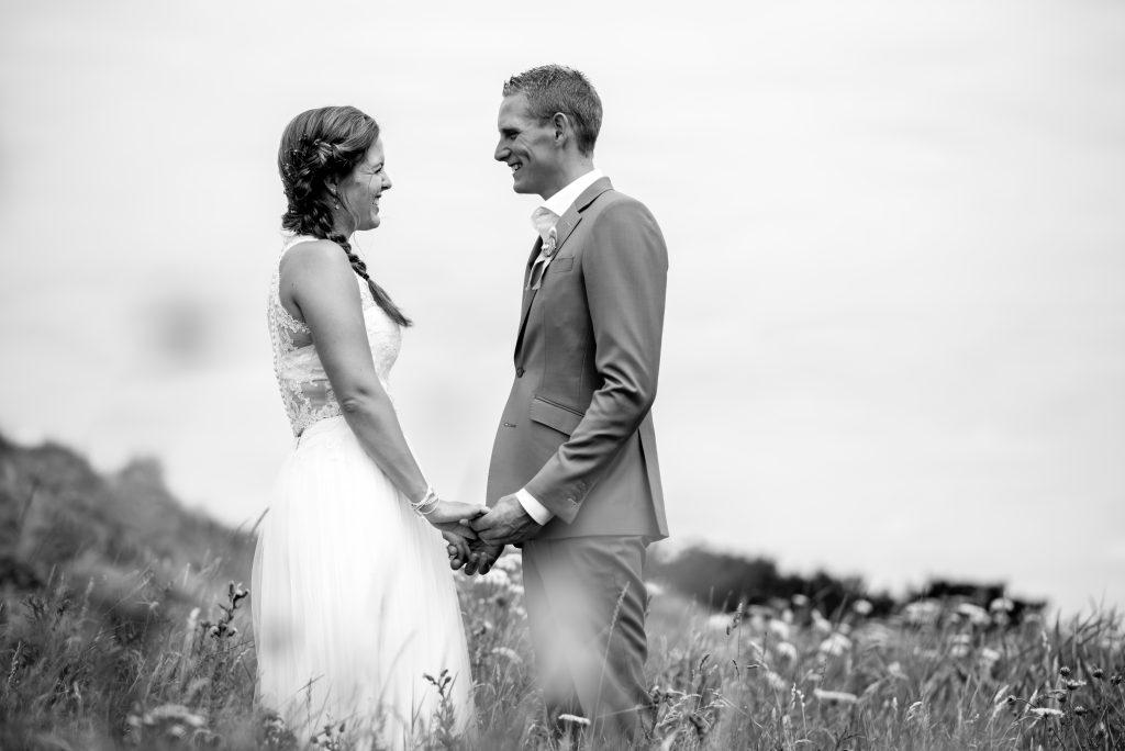 trouwen-aan-het-strand-Assepoester / strandtrouwjurk
