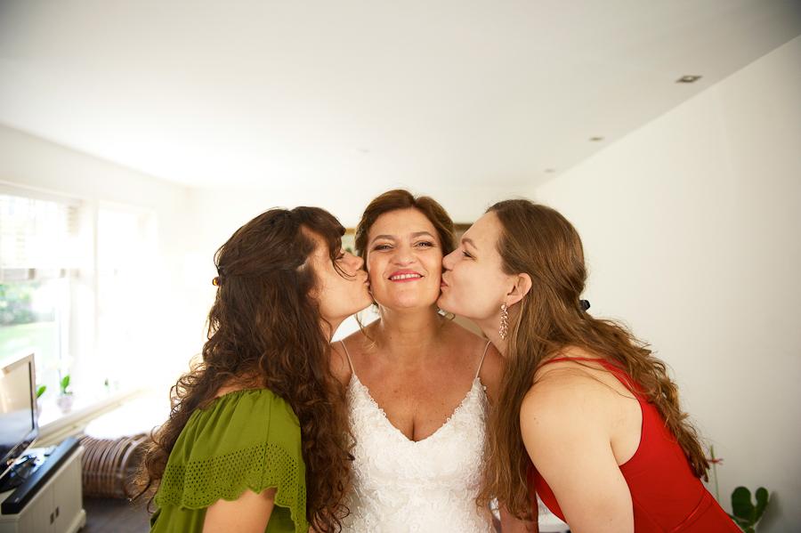 Minder dan 2 maanden voor haar bruiloft vond Simone toch nog haar bohemian trouwjurk met kant, bij Assepoester!