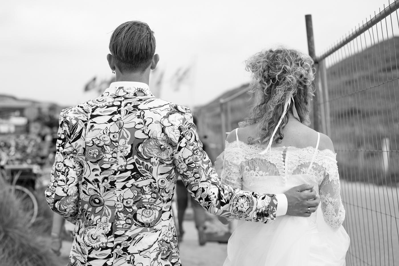 Marjolein crop top trouwjurk met kant en mouwtjes Assepoester