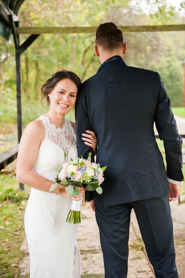 strakke kanten trouwjurk met open rug Assepoester