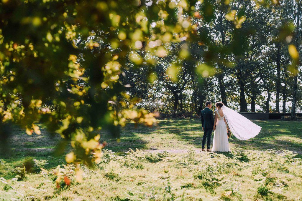 bohemian trouwjurk met kanten lijfje en sluier Assepoester