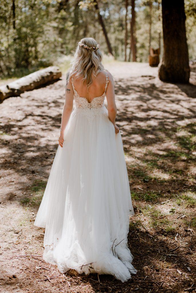 romantische trouwjurk met kanten top en open rug Assepoester