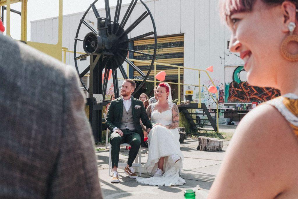 Annemarie korte trouwjurk geen poespas Assepoester